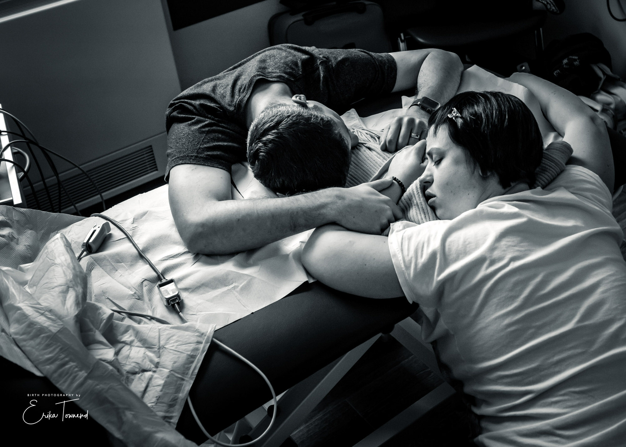Black and white image of a couple in labour using calming Hypnobirthing skills with Hypnobirthing in Berkshire and Surrey